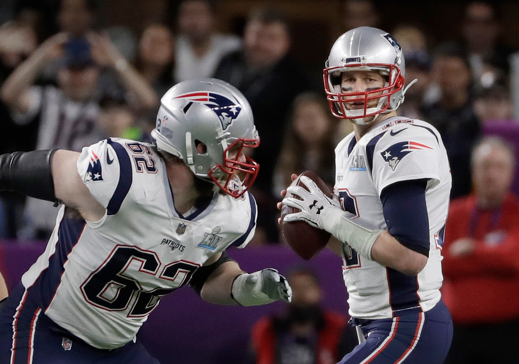 . New England Patriots quarterback Tom Brady looks to pass during the first half of the NFL Super Bowl 52 football game against the Philadelphia Eagles Sunday, Feb. 4, 2018, in Minneapolis. (AP Photo/Matt Slocum)