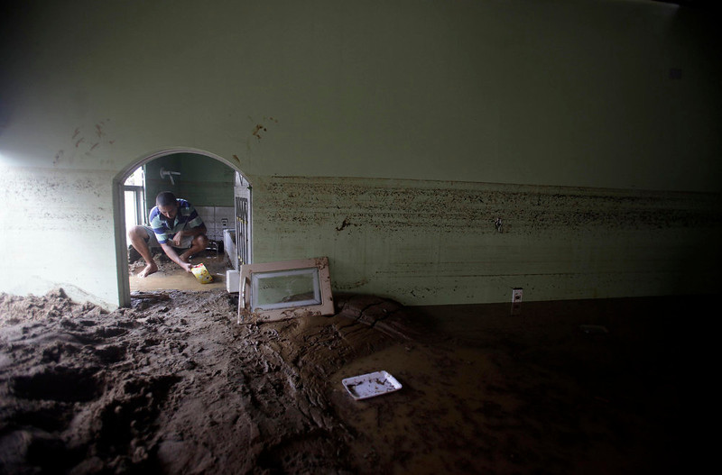 ". REFILE - CORRECTING TYPO IN ""CAPIVARI\"" A man tries to clean a house damaged after the floods of the Capivari river in Xerem, in Duque de Caxias near Rio de Janeiro January 3, 2013. At least 255 people were dislodged and one person died during the floods of Capivari River in Xerem, a district of Duque de Caxias, local media said. REUTERS/Ricardo Moraes (BRAZIL - Tags: ENVIRONMENT DISASTER SOCIETY)"
