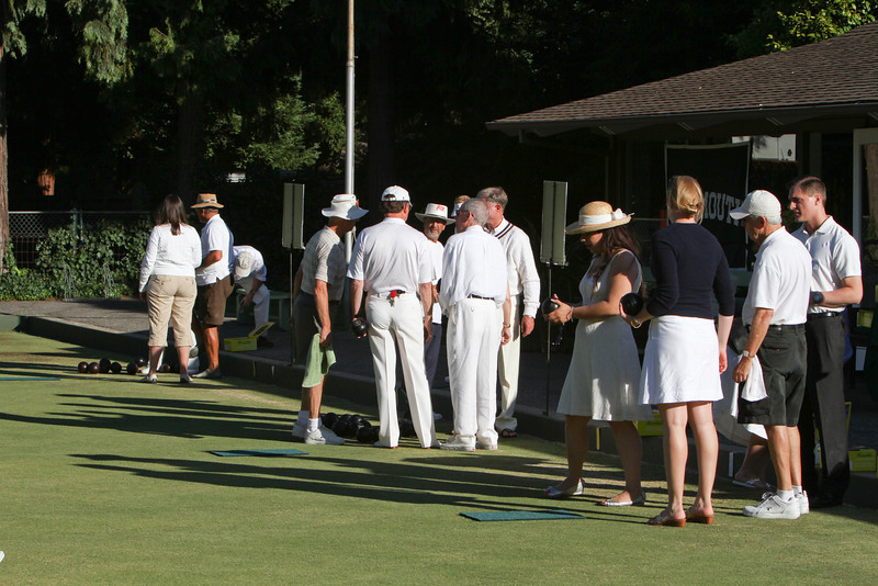 The attendees were split into groups of four, paired with a coach, and started learning about the game.  All in all, a very stylish crowd.