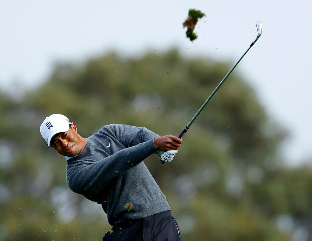 . U.S. golfer Tiger Woods hits off the 3rd tee during weather delayed third round play at the Farmers Insurance Open in San Diego, California,  January 27, 2013.           REUTERS/Mike Blake