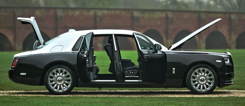 Rolls-Royce Phantom VIII 14.jpg