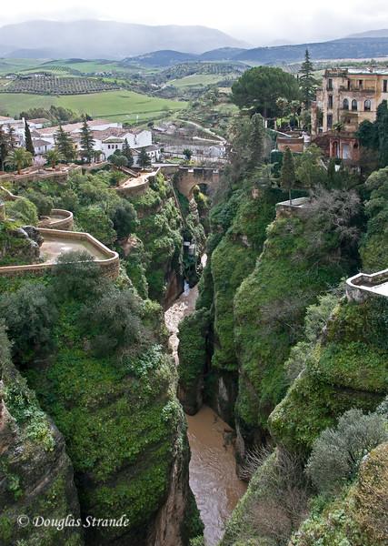 Mon 3/14 in Ronda: Viewing the 360-foot deep El Tajo