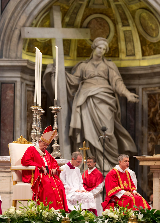 . Pope Francis prays during a wedding ceremony in St. Peter\'s Basilica at the Vatican, Sunday, Sept. 14, 2014. (AP Photo/Alessandra Tarantino)