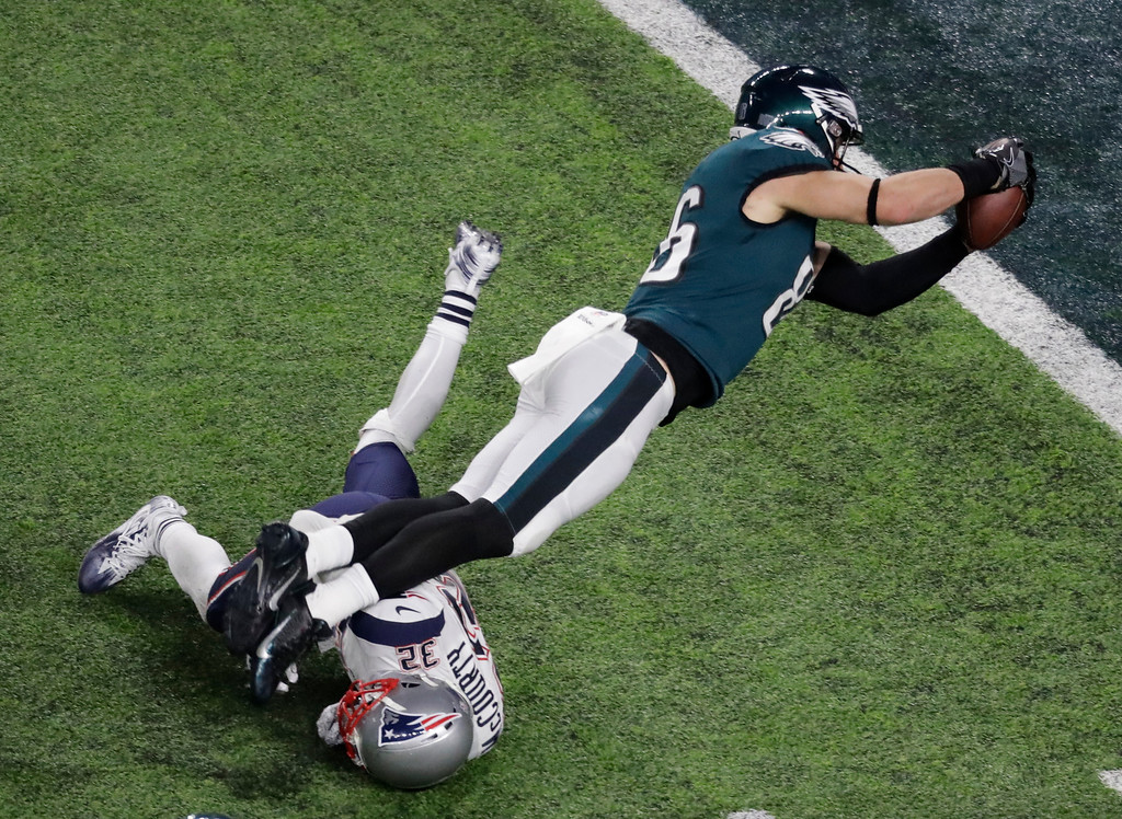 . Philadelphia Eagles tight end Zach Ertz scores past New England Patriots free safety Devin McCourty during the second half of the NFL Super Bowl 52 football game Sunday, Feb. 4, 2018, in Minneapolis. (AP Photo/Eric Gay)