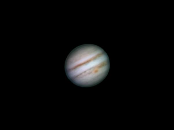 Jupiter 1.3.2014, Olomouc, cca. 23:30 SEČ. SkyWatcher 130/650, Barlow 3x, MS Lifecam HD5000, stack cca. 1500 snímků.