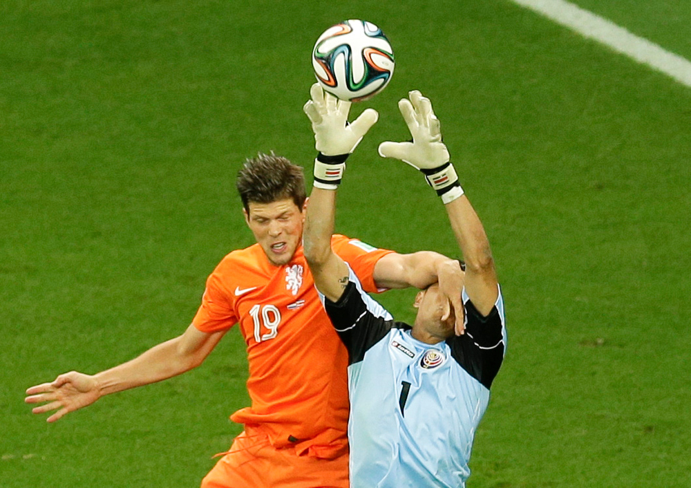 . Netherlands\' Klaas-Jan Huntelaar fouls Costa Rica\'s goalkeeper Keylor Navas during the World Cup quarterfinal soccer match between the Netherlands and Costa Rica at the Arena Fonte Nova in Salvador, Brazil, Saturday, July 5, 2014. (AP Photo/Themba Hadebe)
