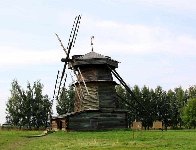 Suzdal - Museum of Wooden Architecture and Peasant Life - Wooden windmill for crushing grain.