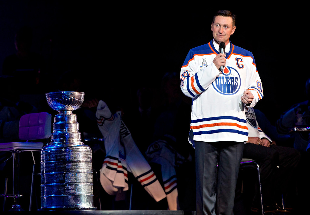 . Wayne Gretzky speaks to the crowd as players from the Edmonton Oilers\' 1984 team reunite to mark the 30th anniversary of the team\'s first Stanley Cup in Edmonton, Alberta, Friday, Oct. 10, 2014. (AP Photo/The Canadian Press, Jason Franson)