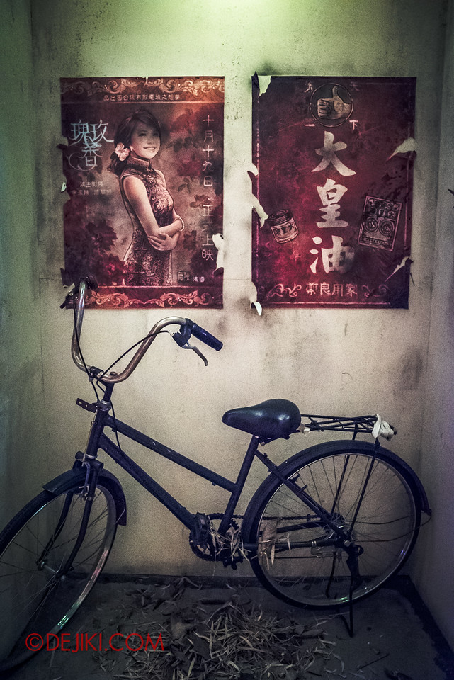 Halloween Horror Nights 6 - Hu Li's Inn / Old posters and bicycle