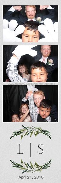 ELP0421 Lauren & Stephen wedding photobooth 73.jpg