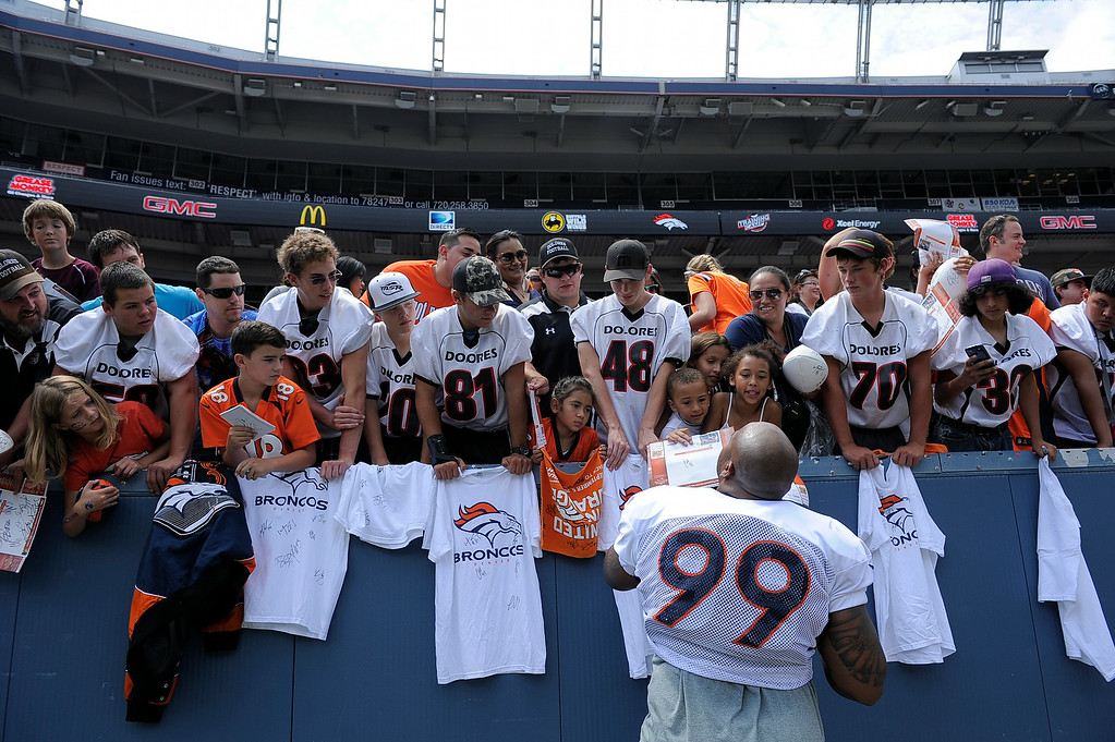 . Denver Broncos defensive tackle Kevin Vickerson (99) signs autographs after practice on day four of the Denver Broncos 2014 training camp July 27, 2014 at Sports Authority Field at Mile High. (Photo by John Leyba/The Denver Post)