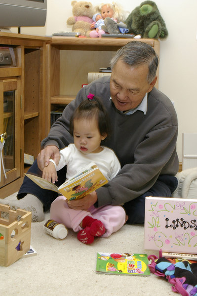 oct 20, 06 reading with grandpa.jpg