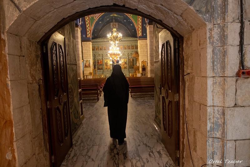 נזירה במר אליאס2.jpg