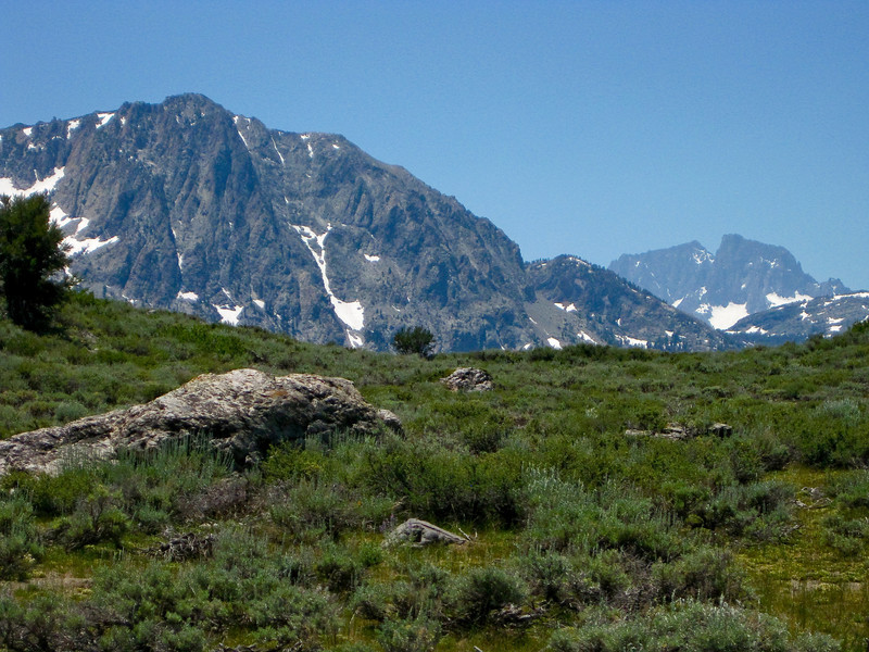 Carson Peak (left). Mt. Ritter and Banner Peak (right). View from the trail above Gull Lake. See map Blue line