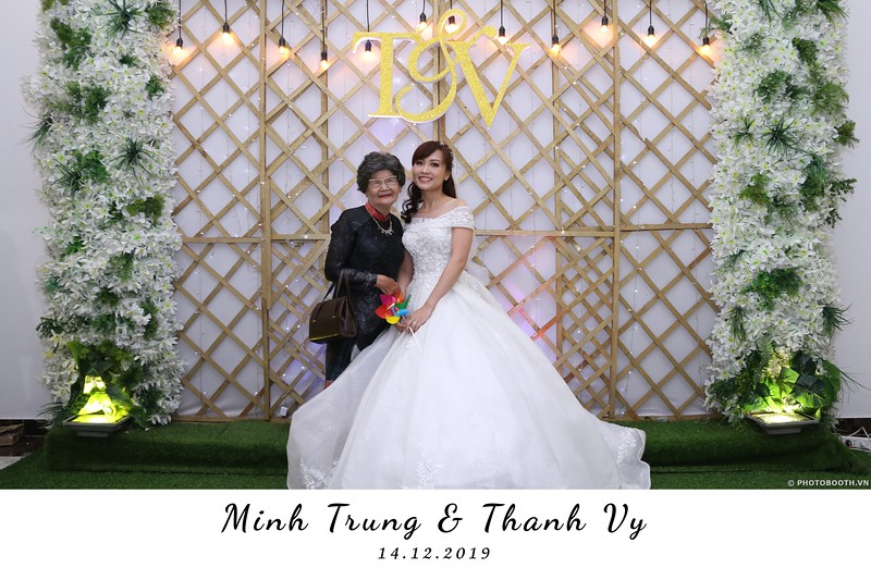 Trung-Vy-wedding-instant-print-photo-booth-Chup-anh-in-hinh-lay-lien-Tiec-cuoi-WefieBox-Photobooth-Vietnam-008.jpg