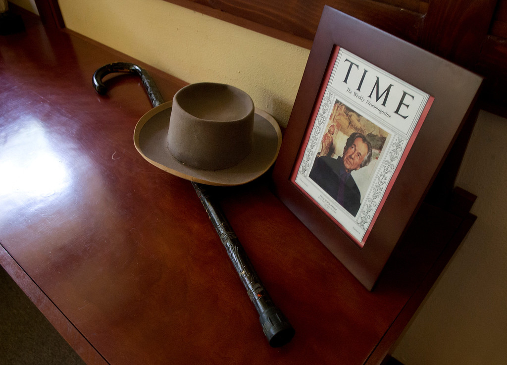 . Duncan Scott/DScott@News-Herald.com A tribute to the home\'s architect, Frank Lloyd Wright, can be found in the master bedroom of the Louis Penfield House.