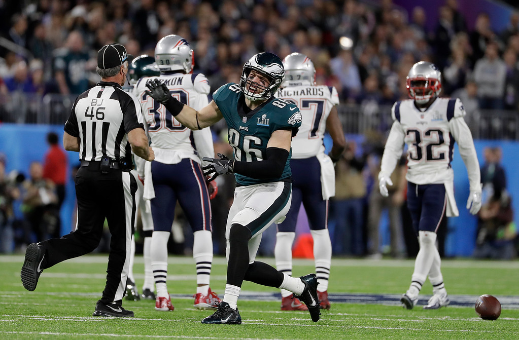. Philadelphia Eagles\' Zach Ertz (86) reacts to his first down catch during the first half of the NFL Super Bowl 52 football game against the New England Patriots Sunday, Feb. 4, 2018, in Minneapolis. (AP Photo/Matt Slocum)