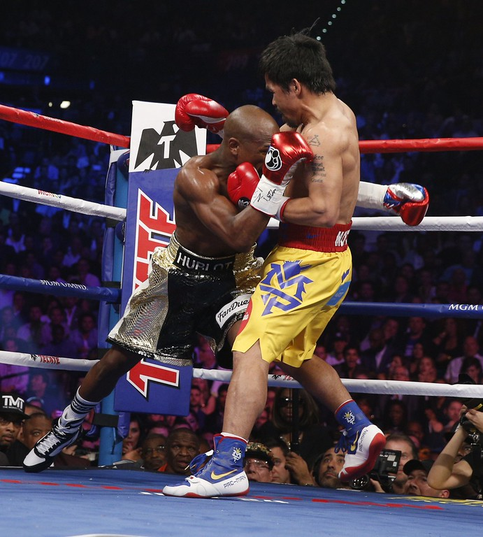. Floyd Mayweather Jr., and Manny Pacquiao fight in a welterweight unification bout on May 2, 2015 at the MGM Grand Garden Arena in Las Vegas, Nevada. AFP PHOTO / JOHN GURZINKSIJOHN GURZINSKI/AFP/Getty Images