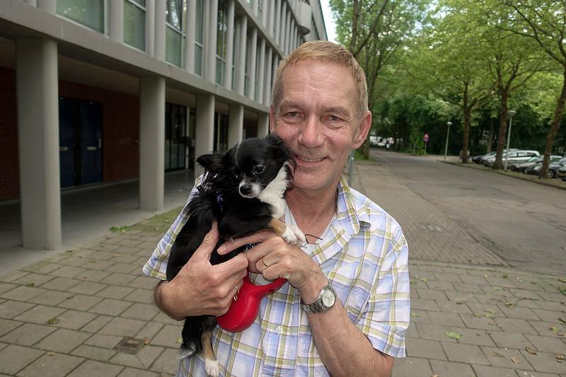 Nederland, Amsterdam, Frank Picokrie en zijn hondje Cheetah, 30-05-2018, foto: Katrien Mulder
