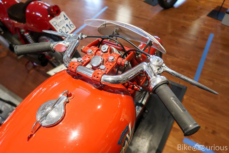 MV Agusta 150 Racer - Handlebars.jpg