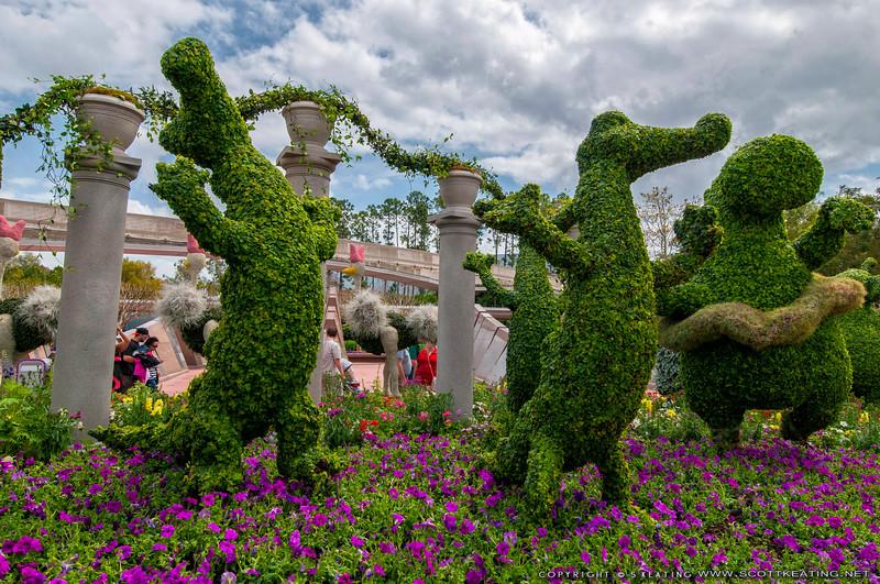 Topiary at Epcot<br /> Topiaries at Epcot