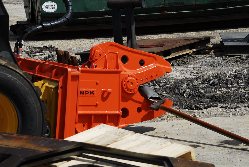 NPK K4JR demolition shear on Deere skid steer  (34).JPG