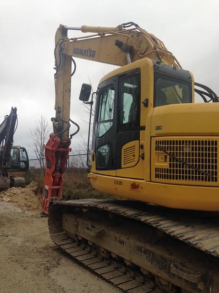 NPK GH12 hydraulic hammer on Komatsu excavator (6).JPG