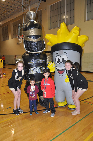 17613_LSE Cheer and friends pose with Wally and Sporty _683x1029.jpg