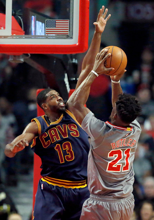 . Cleveland Cavaliers forward Tristan Thompson, left, guards Chicago Bulls guard Jimmy Butler during the first half of an NBA basketball game Friday, Dec. 2, 2016, in Chicago. (AP Photo/Nam Y. Huh)