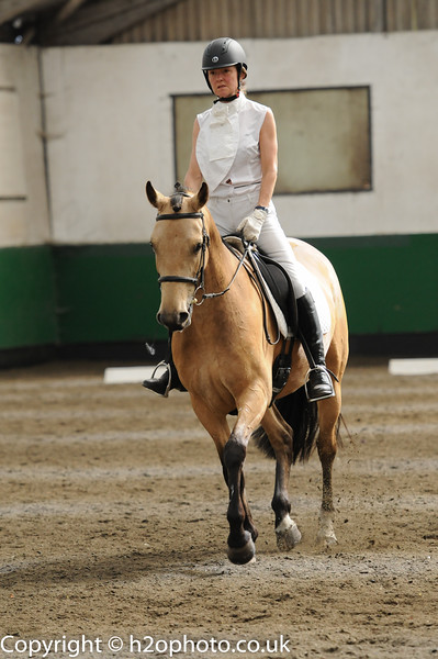 TRRC Dressage (08-May-16) - Class 6 (Combined Novice 21 & Elementary 44 - 2002)