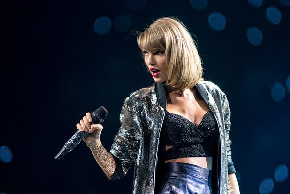 Taylor Swift September 29, 2015