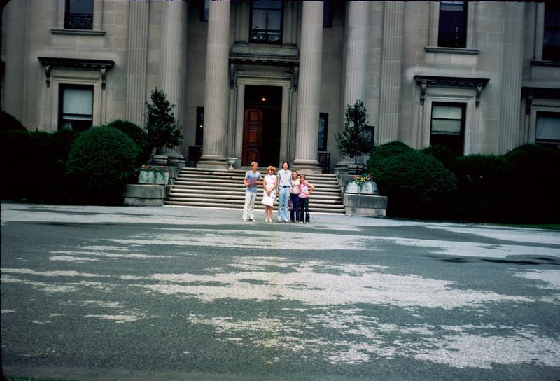 mommy robert richard pat x-susan at mansion.jpg