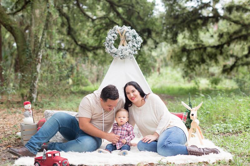 Holiday Minis- Acosta Family-31.jpg