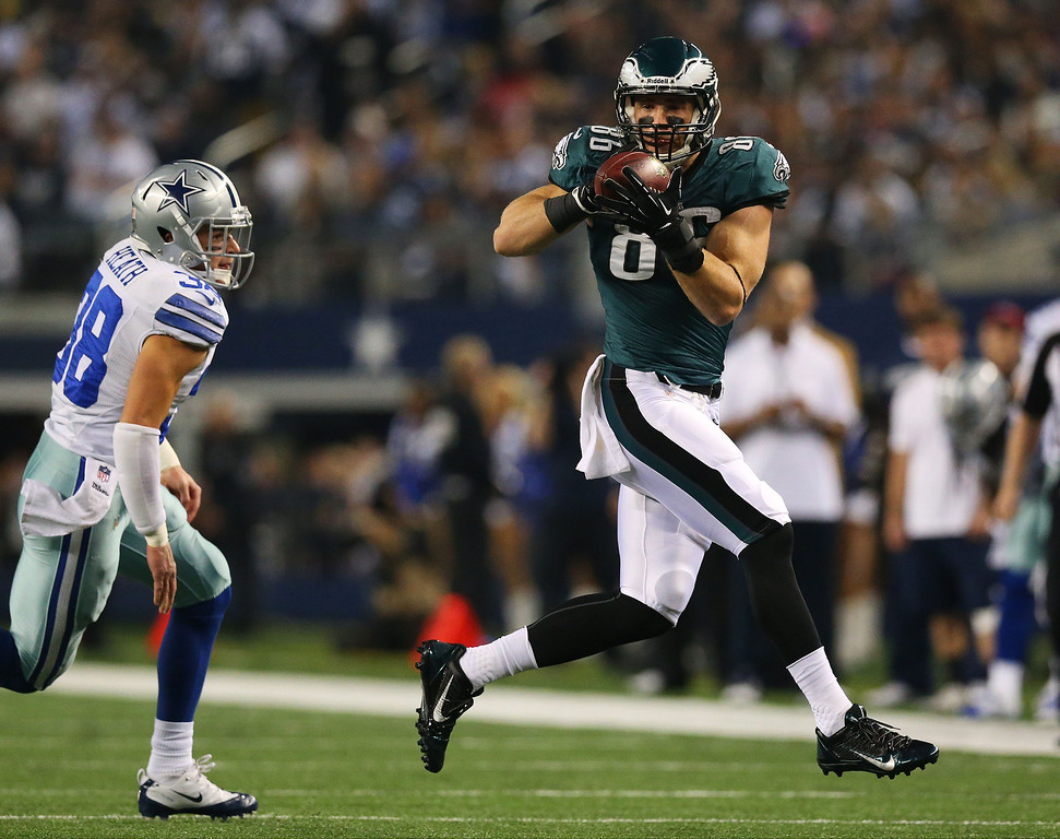 . Zach Ertz #86 of the Philadelphia Eagles catches a pass in the first quarter against the Dallas Cowboys at Cowboys Stadium on December 29, 2013 in Arlington, Texas.  (Photo by Ronald Martinez/Getty Images)