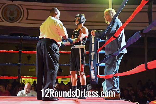 Bout 9:   Devin Mercado, Blue Gloves, Old Angle, St. Ed's High School, Lakewood, OH   -vs-   Jamall Norris, Red Gloves, Zanesville PAL, Zanesville High School, Zanesville, OH,  152 Lbs., Novice