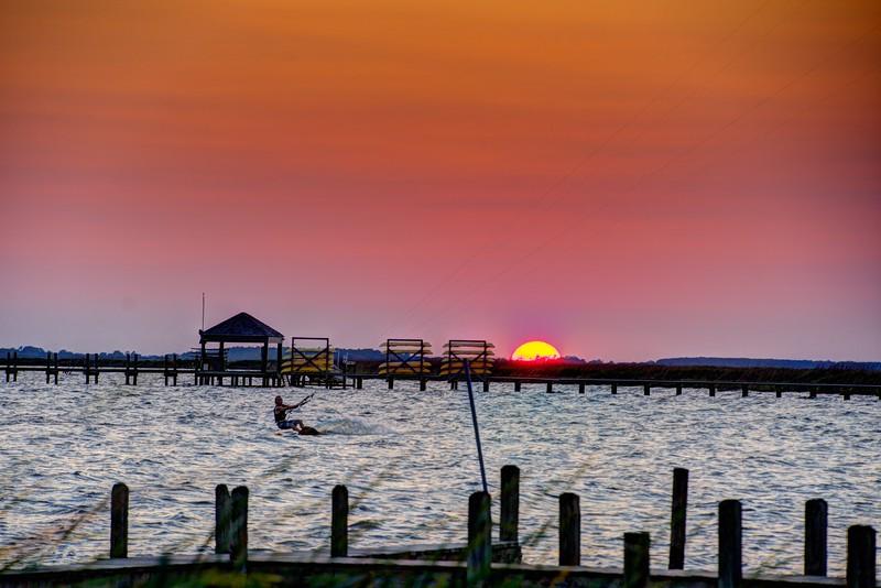 Sunset-Kite-flyer8-Corolla-Beechnut-Photos-rjduff.jpg