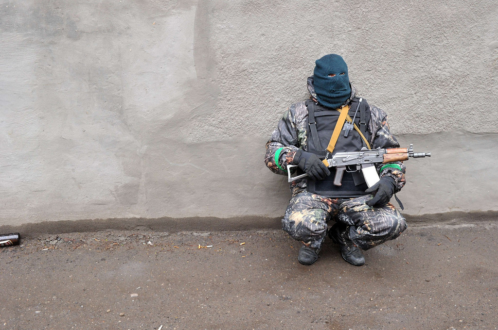 """. A pro-Russia protester  guards  outside a  regional police building seized by  armed separatists in Slavyansk on April 13, 2014.  Ukraine on Sunday launched an \""""anti-terrorist operation\"""" in the eastern town of Slavyansk, where pro-Russian gunmen have seized police and security services buildings, Interior Minister Arsen Avakov said. AFP PHOTO / GENYA SAVILOV"""