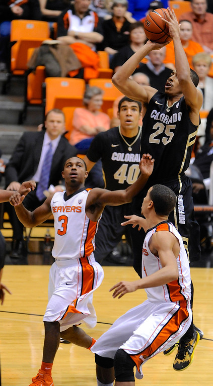 . Colorado\'s Spencer Dinwiddie (25) shoots against Oregon State\'s Ahmad Starks (3) and Challe Barton during the first half of an NCAA college basketball game in Corvallis, Ore., Sunday, Feb. 10, 2013. (AP Photo/Greg Wahl-Stephens)