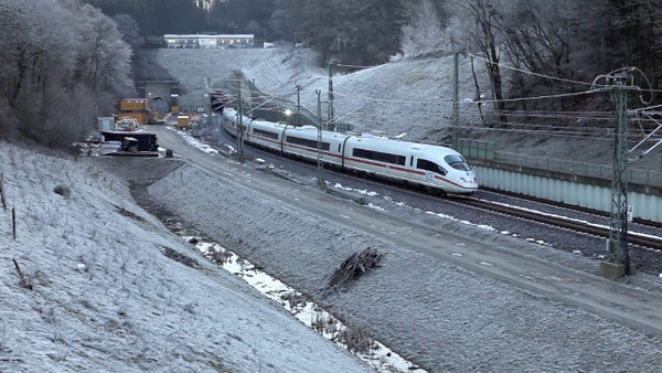 An ICE trying to reach the Busch Tunnel south of Aachen with a heavy frost on the catenary. The main switch keeps being cut out by electronics designed to keep the train from radiating frequencies that disturb the lineside signaling. Turn up the sound!