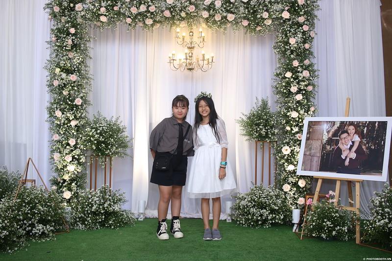 Vy-Cuong-wedding-instant-print-photo-booth-in-Bien-Hoa-Chup-hinh-lay-lien-Tiec-cuoi-tai-Bien-Hoa-WefieBox-Photobooth-Vietnam-063.jpg