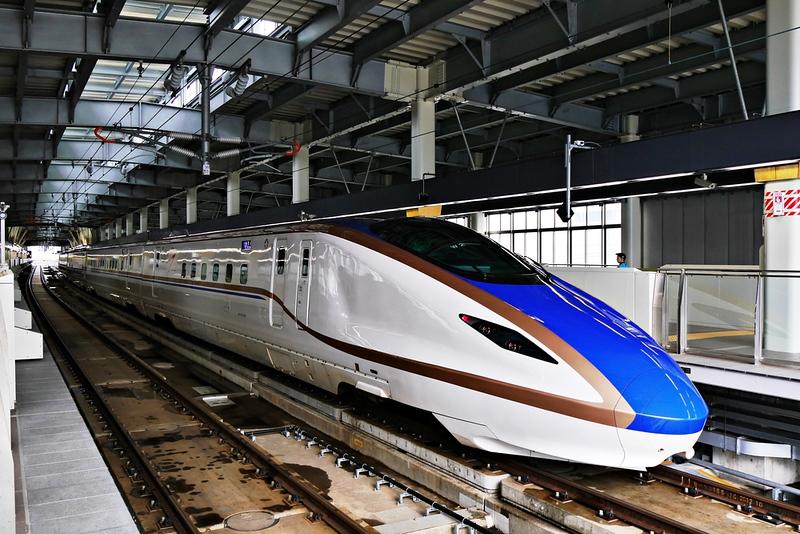 E7 Series Shinkansen high-speed bullet train. Editorial credit: kirati apivattakakul / Shutterstock.com