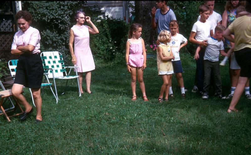 0969 - Maud, Jeannette, Mark, Linda, Mike, Cheryl (9-69).jpg