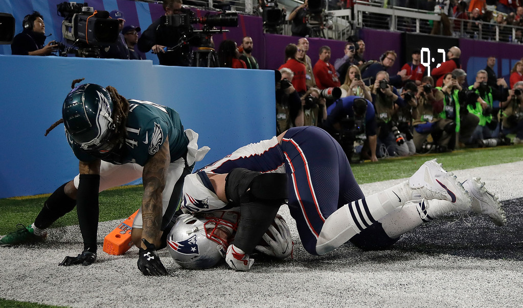 . New England Patriots\' Rob Gronkowski, right, catches a touchdown pass in front of Philadelphia Eagles\' Ronald Darby during the second half of the NFL Super Bowl 52 football game Sunday, Feb. 4, 2018, in Minneapolis. (AP Photo/Matt Slocum)