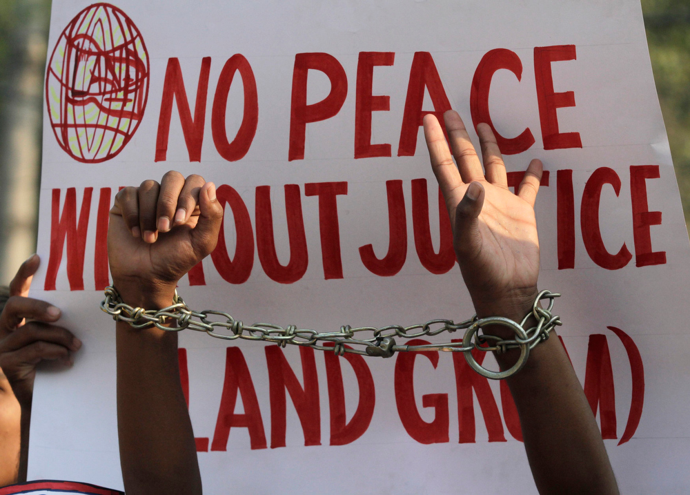 . An activist of Life Awareness For National Development shows his handcuffs during a protest to mark Human Rights Day in Lahore December 10, 2012. REUTERS/Mohsin Raza