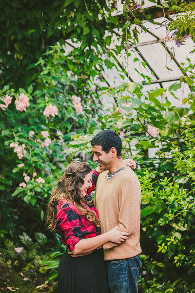 Lincoln-Park-Conservatory-Engagement-Session-15.jpg