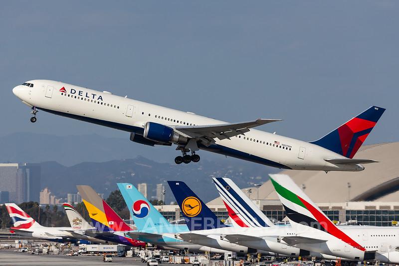 Delta 767-400 - N837MH - LAX