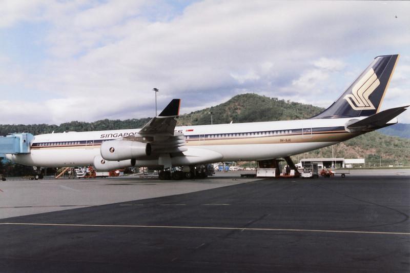9V-SJC SINGAPORE AIRLINES A340