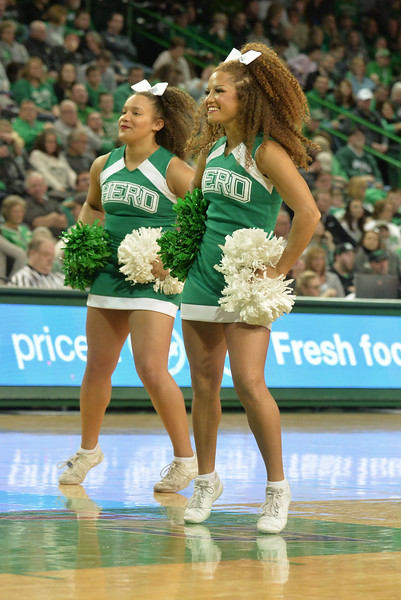 cheerleaders9459.jpg