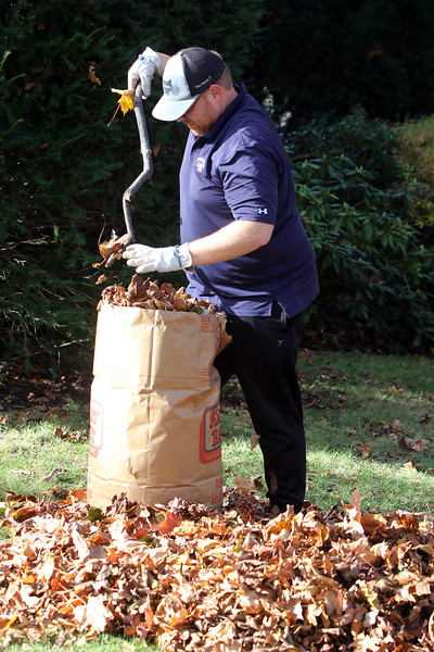 Bagging fall leaves in Lowell 110720