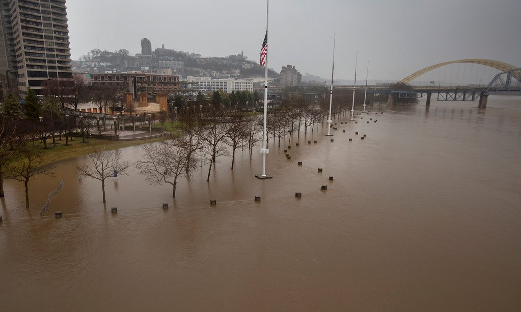 . A view from the Central Bridge shows the flooding from the Ohio River  Saturday, Feb. 24, 2018 in Cincinnati.  Forecasters expected the Ohio River could reach levels not seen since the region\'s deadly 1997 floods.(Liz Dufour/The Cincinnati Enquirer via AP)